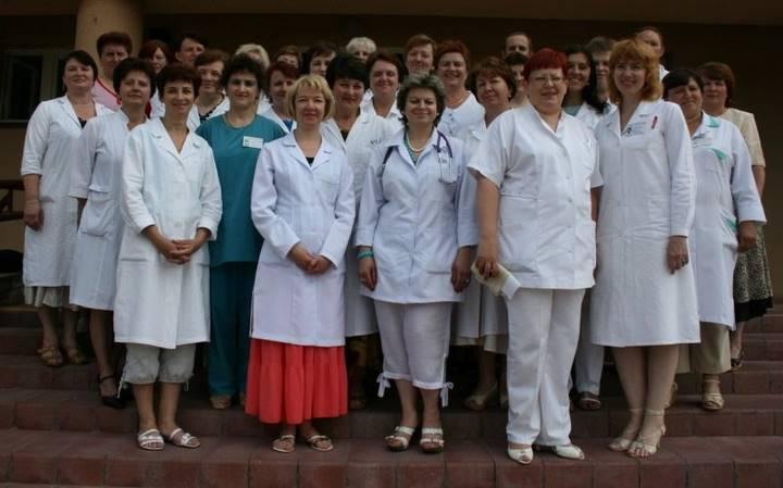 Именно поэтому хирурги давно уже не носят белых халатов. Подумать не мог, что это так важно!