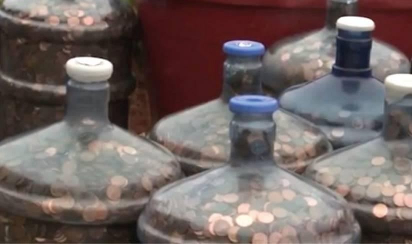 С 1970 года он занимается сбором монет.