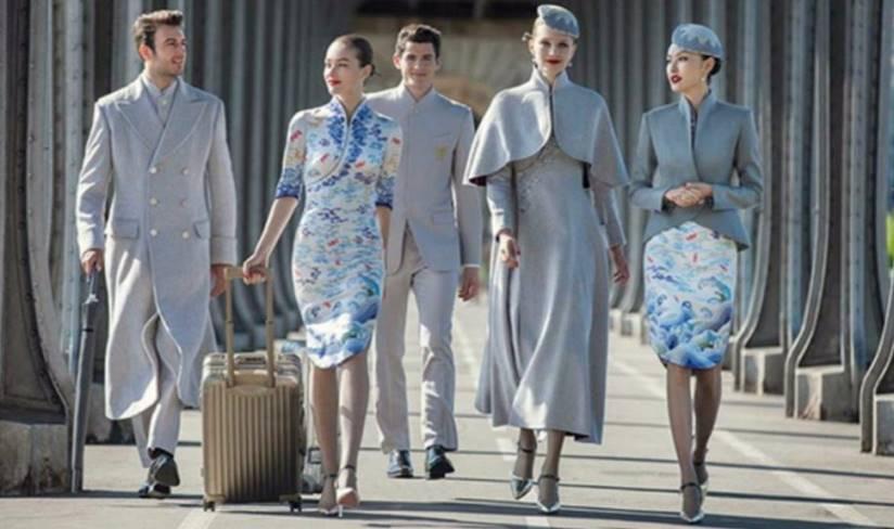 Китайская авиакомпания продемонстрировала новую форму членов экипажа, что пристыдило другие авиакомпании!