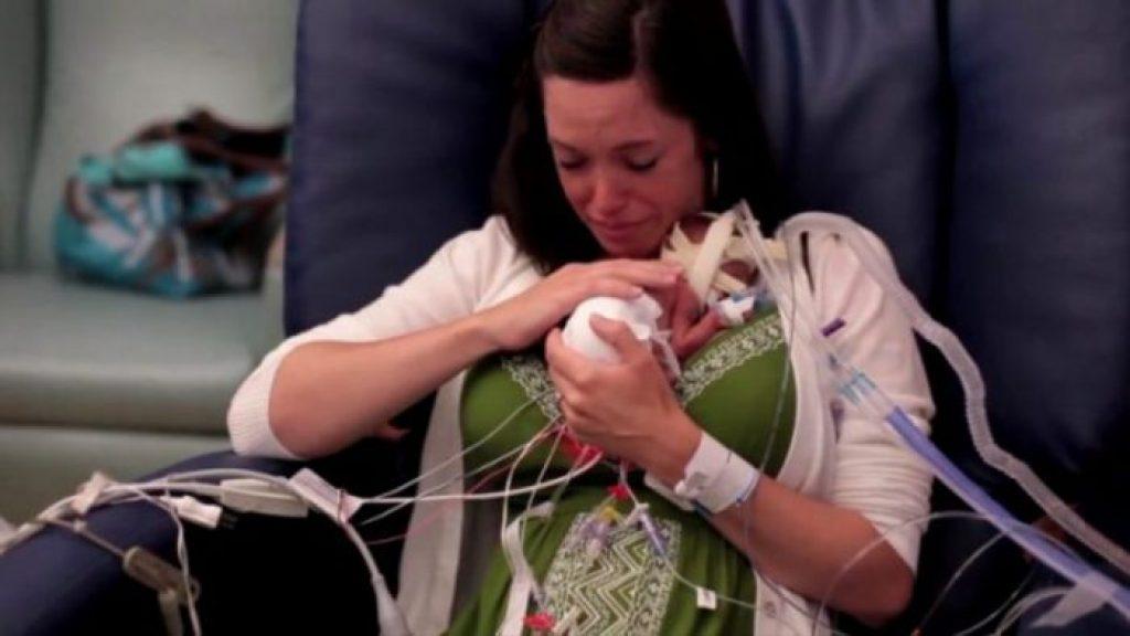 Новорождённый малыш провёл 107 дней без мамы. Только взгляните, что произошло с ним через 4 года!