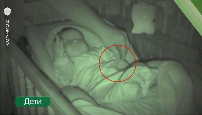 Папа подошел укрыть спящего младенца, но когда он увидел ЭТО, то не смог сдержать смех!