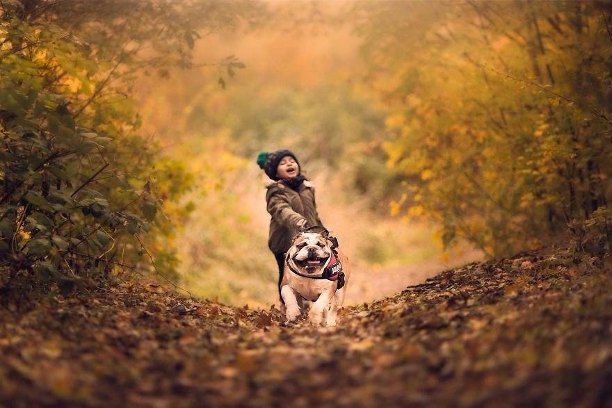 Она хотела просто сделать фото дочки и ее собаки, а получились снимки настоящего счастья!
