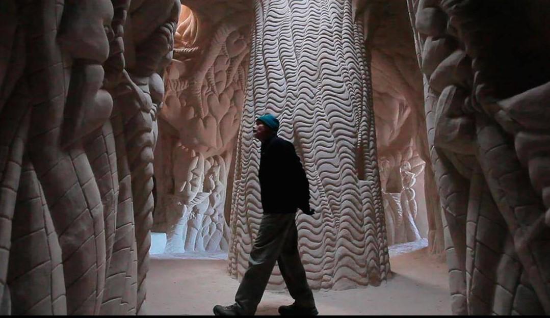 Художник потратил 10 лет на создание резьбы в гигантской пещере!