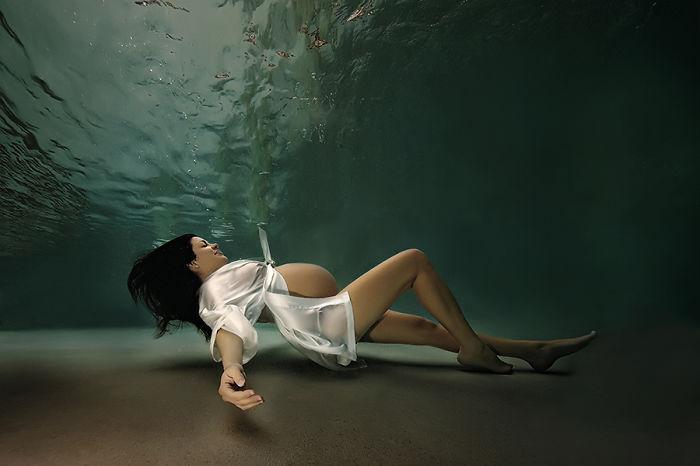 Подводные фотографии будущих мам в качестве русалочек перевернут твое представление о семейных фото!