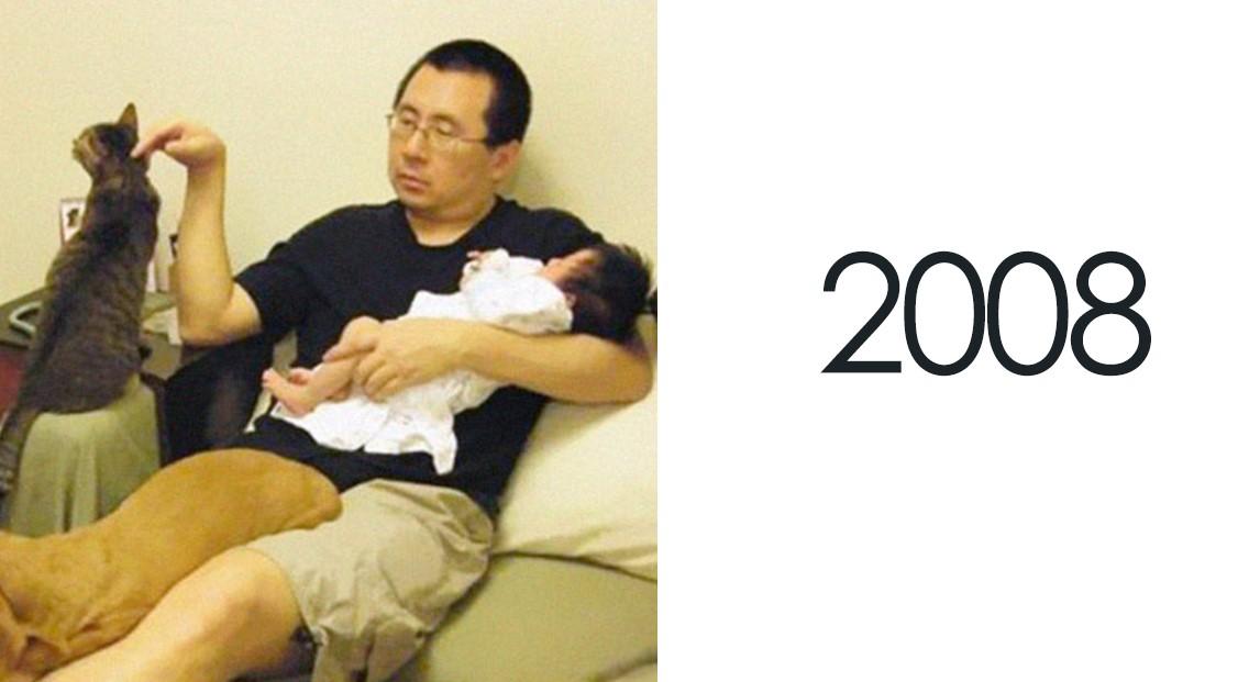 Семья делала одно и то же фото 10 лет подряд, и многим казалось, что дело во взрослении дочери. Но нет