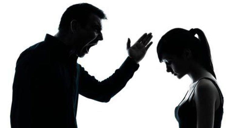 Признаки, что вы слишком негативны по отношению к партнеру, и это влияет на ваши отношения!