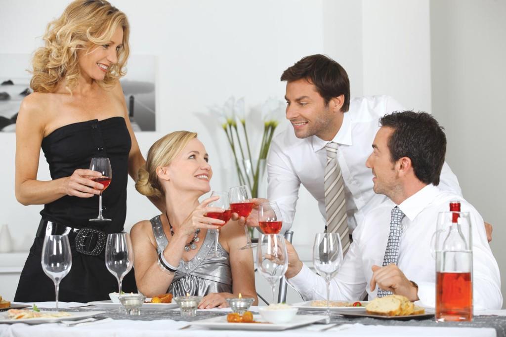Большой грудью супруги идут в гости к другой паре онлайн телки
