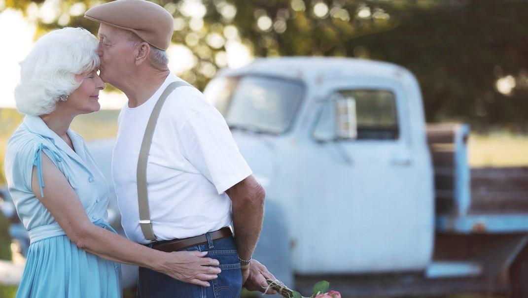Пара отметила 57-ю годовщину свадьбы фотосессией по мотивам фильма «Дневник памяти»!