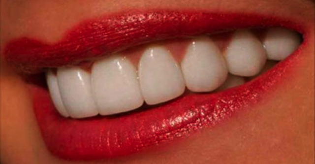 Натуральный отбеливатель для зубов!