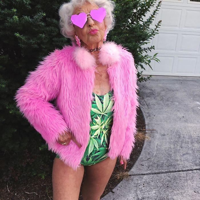 Помните 86-летнюю модную бабушку? Сейчас ей 88, и она стала еще более крутой!