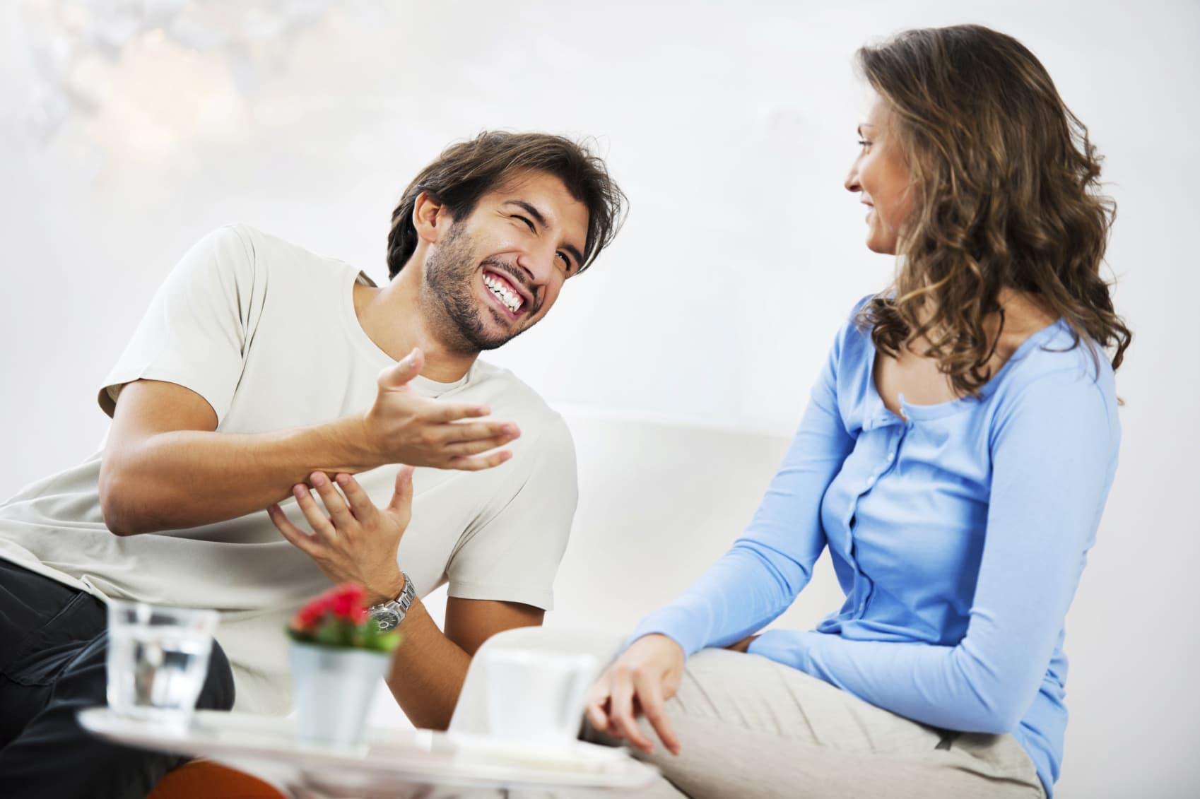 Для чего мужчина рассказывает девушке о его знакомствах