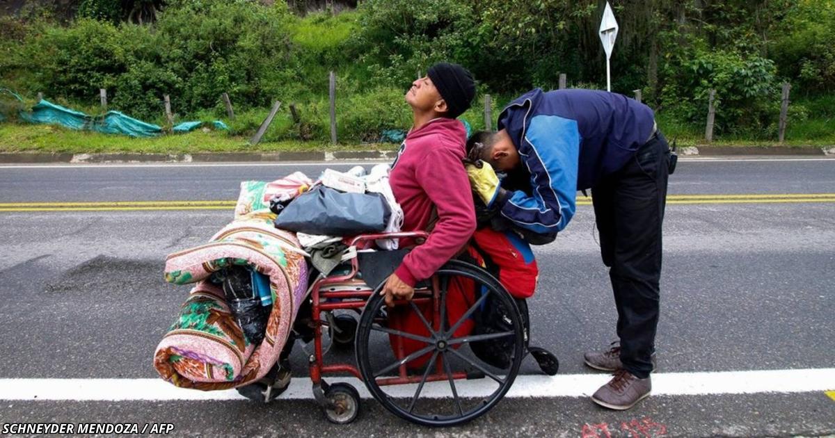 Сын толкал кресло отца 500 км - лишь бы он попал в больницу