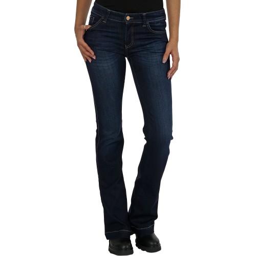 7839cbbe4b6 Armani Jeans - классические вещи из денима. Мужские и женские джинсы «Армани  Джинс» - практичные универсальные модели традиционных цветов. В каталоге  бренда ...