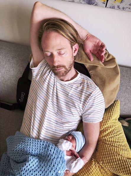 Мама родила тройню - а потом выложила реальное фото своего тела