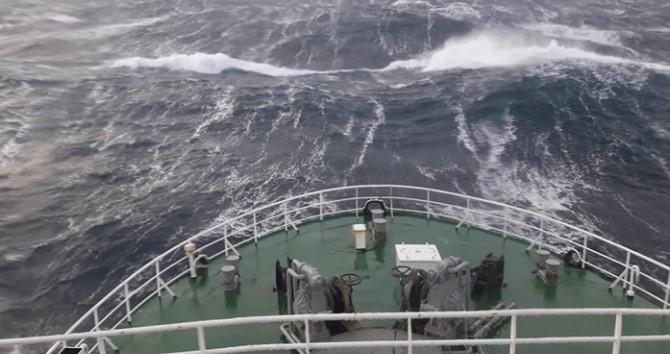 Красиво и страшно: Шторм из кабины капитана корабля