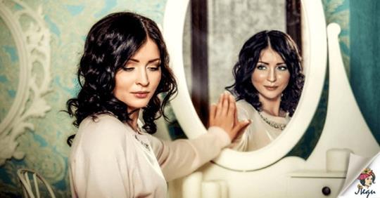Что нельзя делать перед зеркалом, согласно народным суевериям?