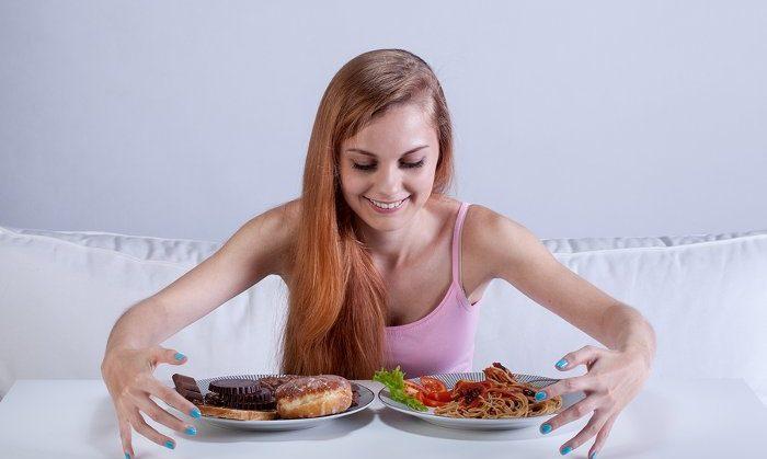 3 ошибки во время еды, из-за которых у вас изжога, запоры и понос