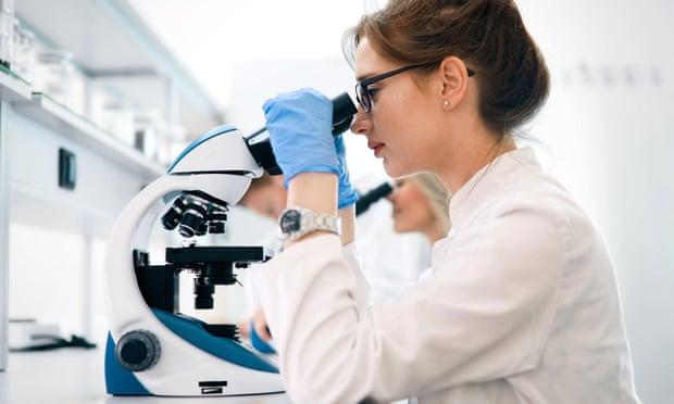 Микропластик впервые обнаружили в человеческом кишечнике. Вот что это значит для вас