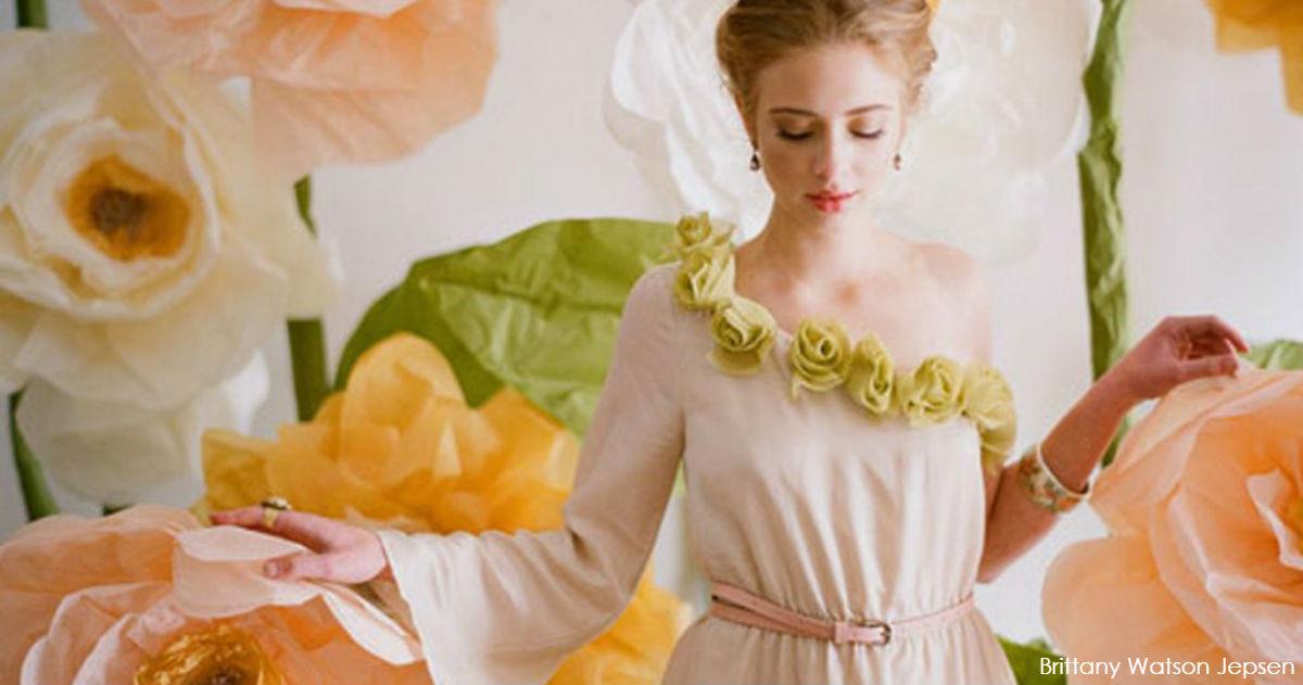 Новый тренд в соцсетях: гигантские бумажные цветы