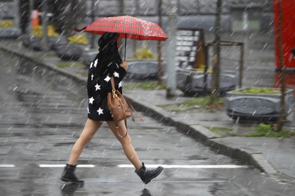 Из-за первого снега власть в Украине объявила штормовое предупреждение