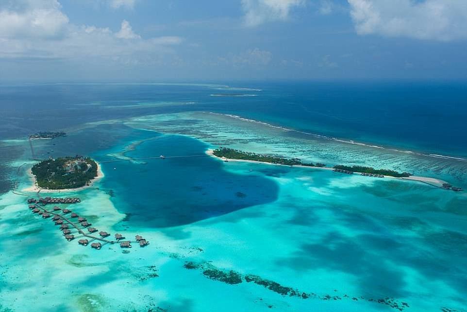 Первый в мире подводный отель наконец-то открыли на Мальдивах. Но цена - космос!