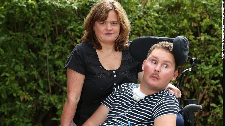 Он съел на спор какого-то слизняка - и сначала стал инвалидом, а потом умер