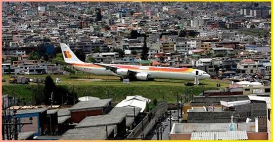 «Это то, что видит пилот и, к счастью, не видит пассажир»: Пилоты самолетов снимают посадки в самых ужасных аэропортах мира