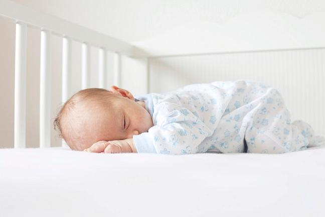 В первый год после появления ребенка родители теряют 44 дня сна!