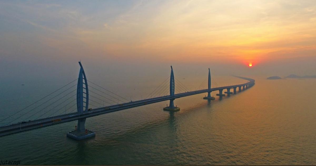 Китай построил самый длинный морской мост на планете - Керчи и не снилось!