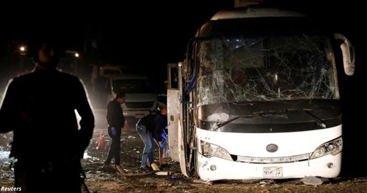Возле пирамид Гизы в Египте взорвали туристический автобус