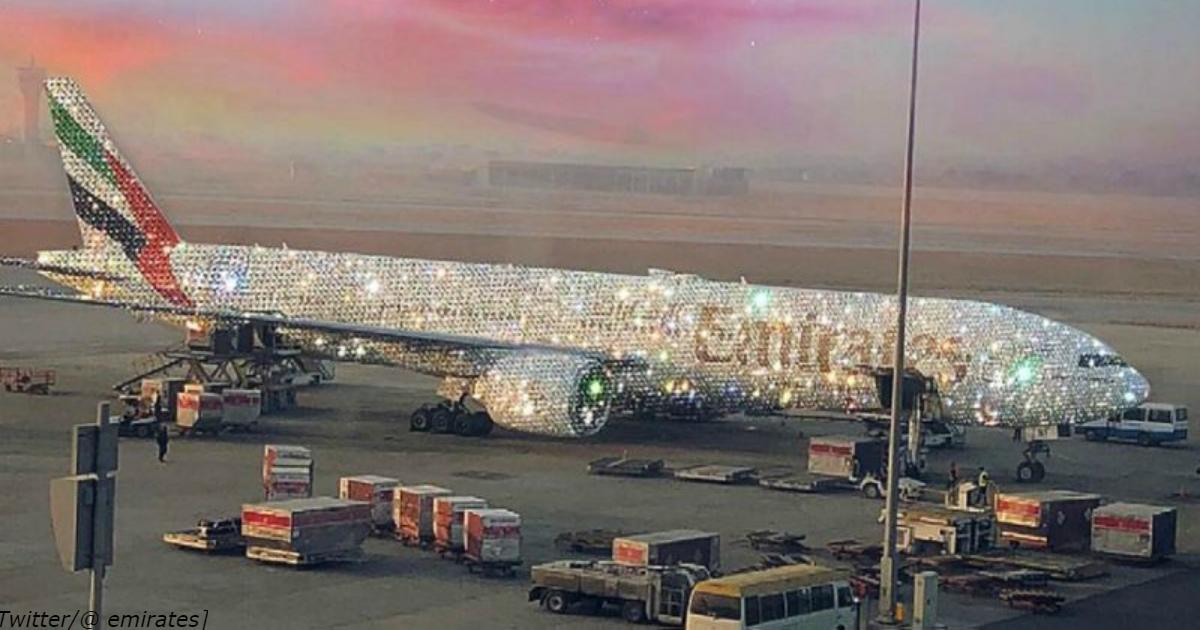 Это ″покрытый бриллиантами″ самолет в ОАЭ. Почему он бесит так много людей?