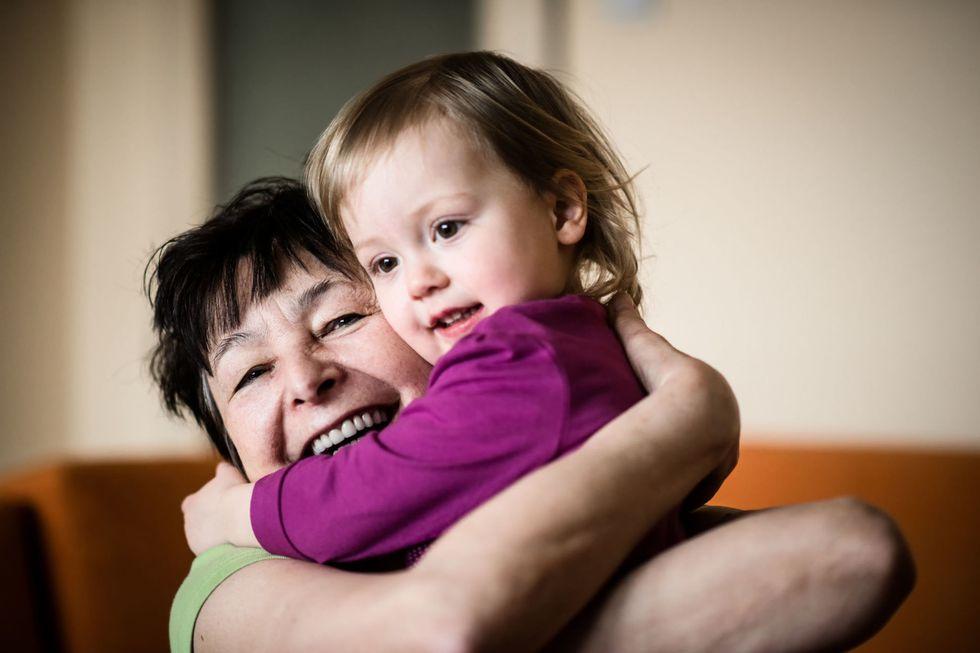 В Турции государство платит бабушкам, которые нянчатся с детьми