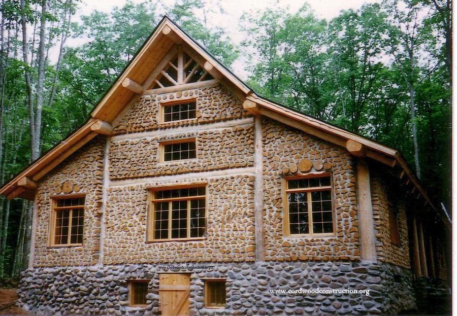Они из обычных дров построили отличный теплый дом! Вот как это было