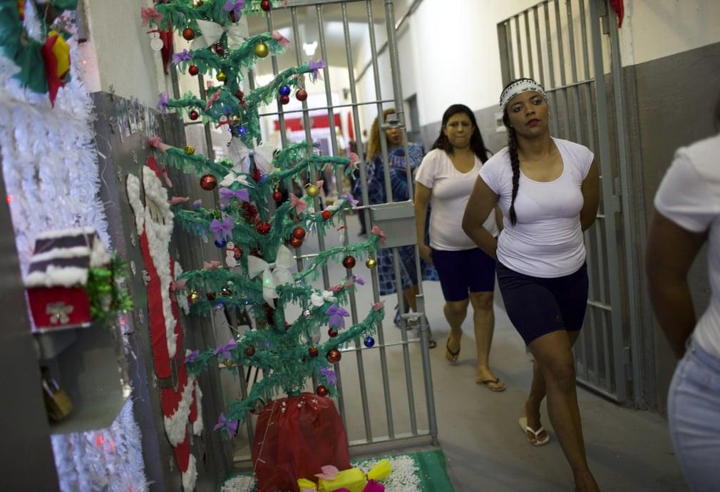 Так праздновали Рождество в женской тюрьме Рио-де-Жанейро
