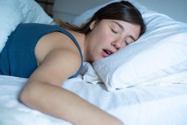 Просыпаетесь в слюнях? Вот что это значит
