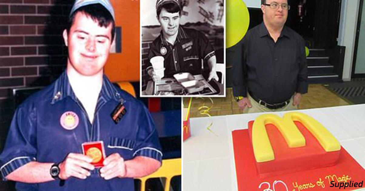Работник McDonalds с синдромом Дауна  ушел в отставку 32 года спустя