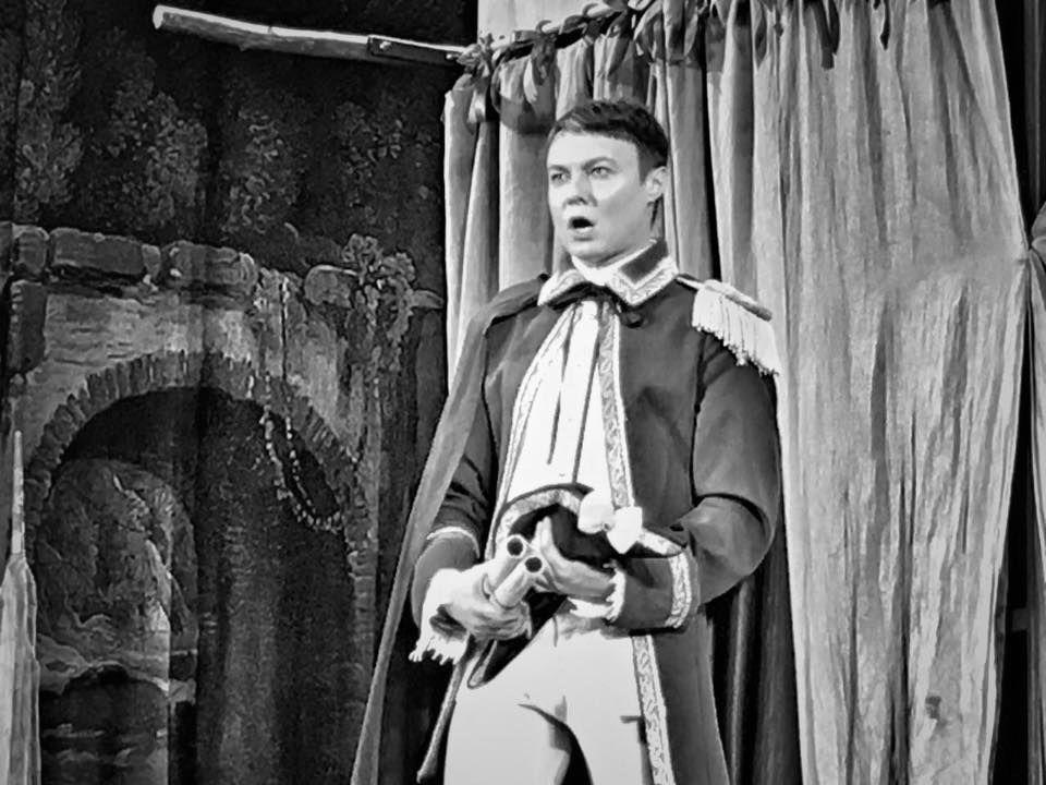 Александр Исаков: биография, дата рождения, театральная карьера, съемки в сериалах, дата и причина смерти