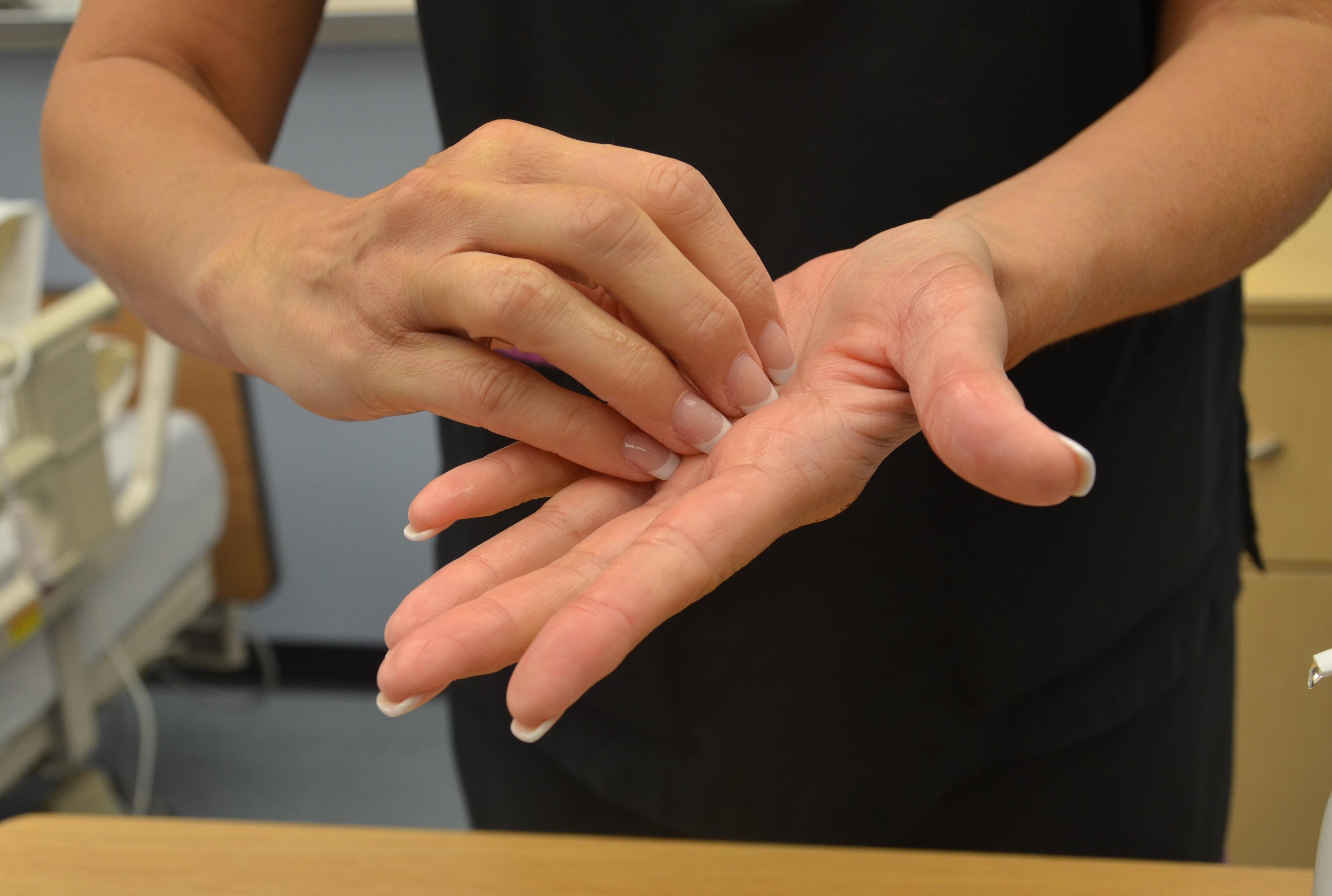 5 ошибок, которые надо избегать во время мытья рук зимой