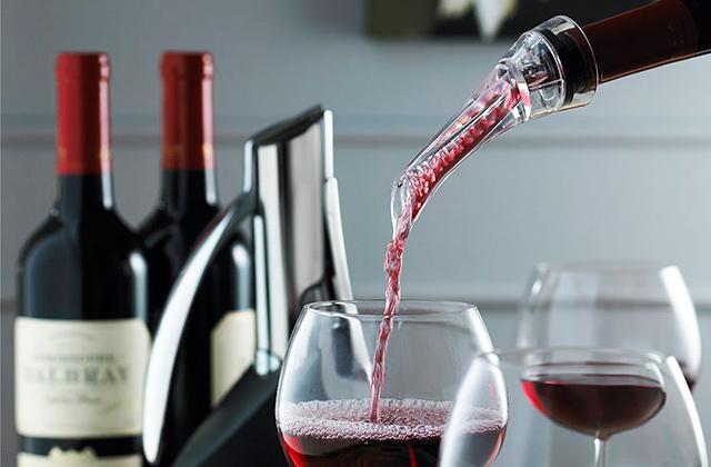 Стильный барный аксессуар - аэратор для вина