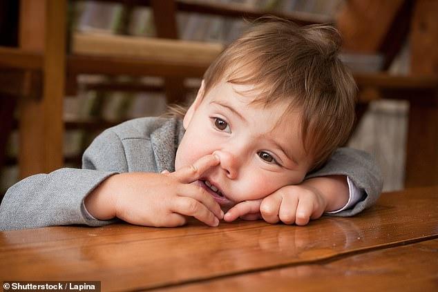 Врач рассказал, почему дети обязаны ковыряться в носу и поднимать с земли ″все подряд″