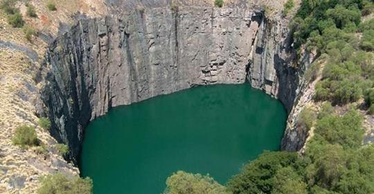Кимберли — самая огромная рукотворная дыра в мире, где до сих пор можно найти алмазы