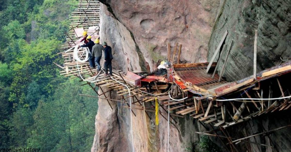 Как в Китае строят дороги в горах – на эти фото даже смотреть страшно