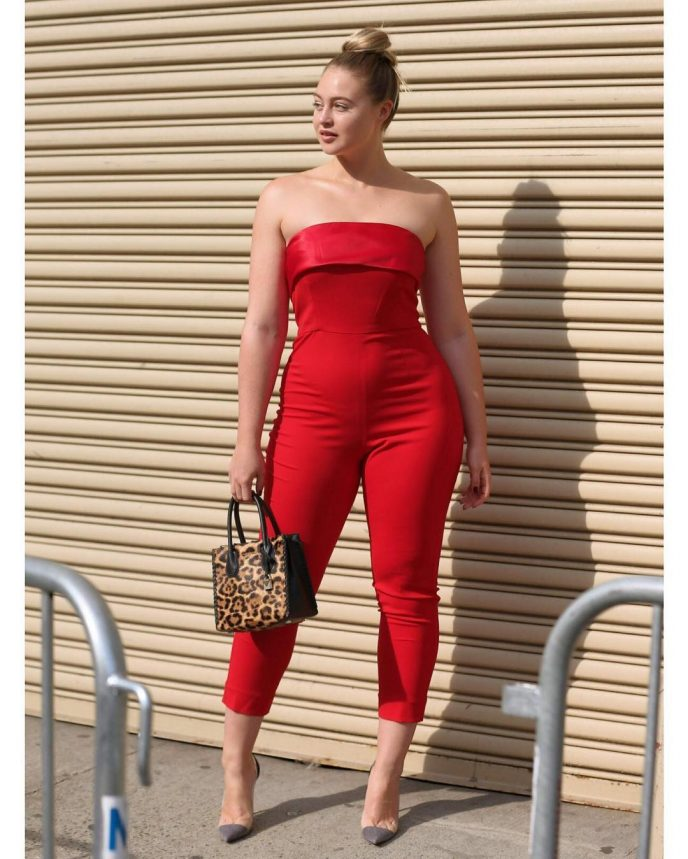 Модель плюс-сайз на своем примере продемонстрировала, как правильно одеваться женщинами быть неотразимыми
