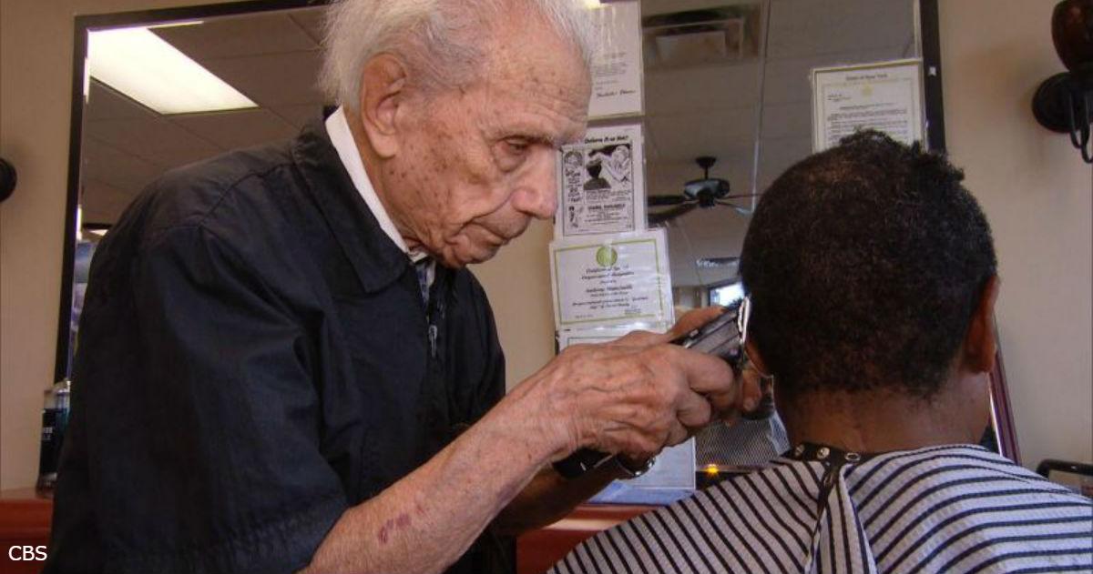 Знакомьтесь: 107 летний парикмахер, который в профессии уже 97 лет