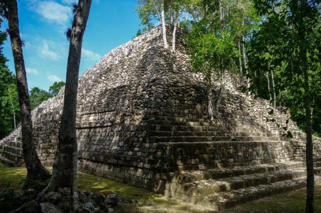 В Мексике найдена древняя пещера с артефактами Майя