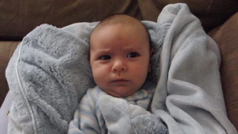 Папа говорит сыну — «Доброе утро». Реакция малыша бесподобна.