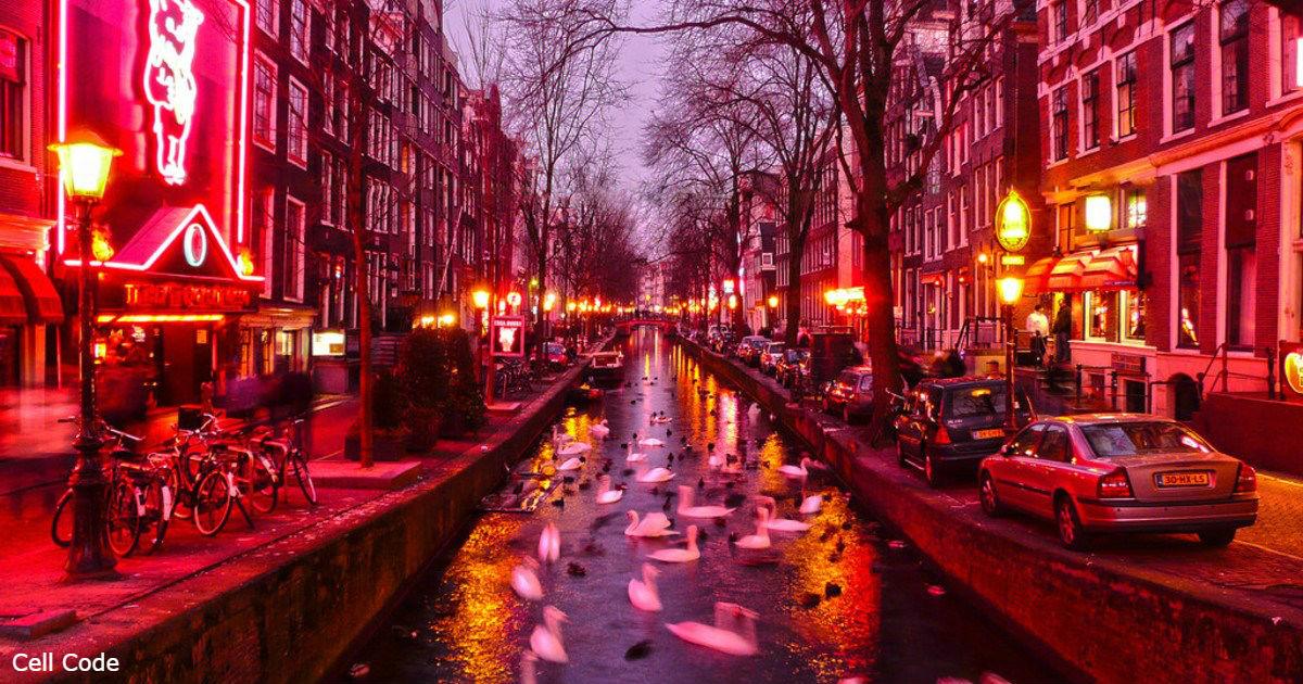 Амстердам запретит экскурсии по району Красных фонарей