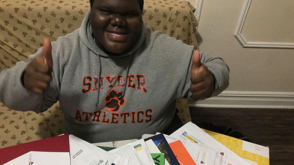 Бывший бездомный поступил в 17 университетов и стал студентом