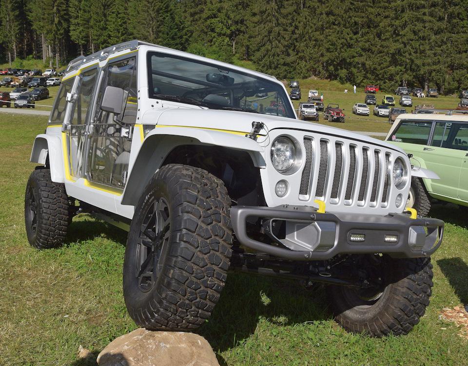 Пластмассовый мир победил! Jeep Wrangler из полиэтилена.