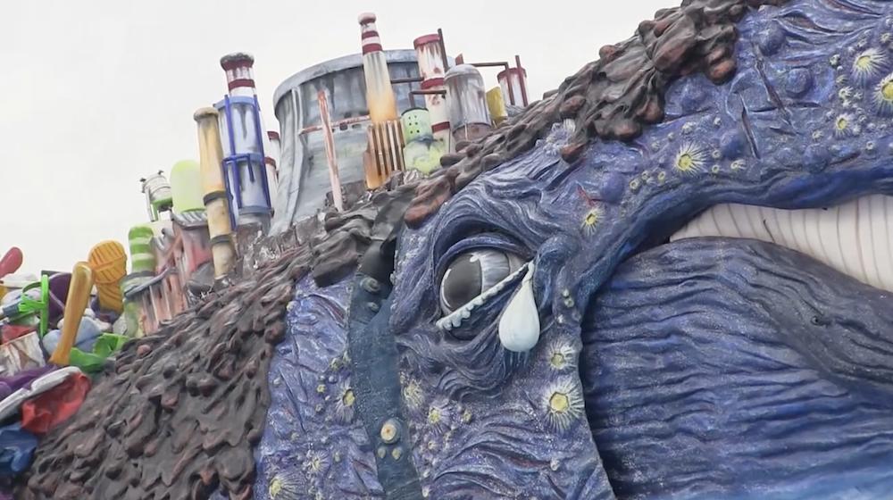 На карнавале в Италии эта скульптура вызвала сенсацию. Догадываетесь, почему?